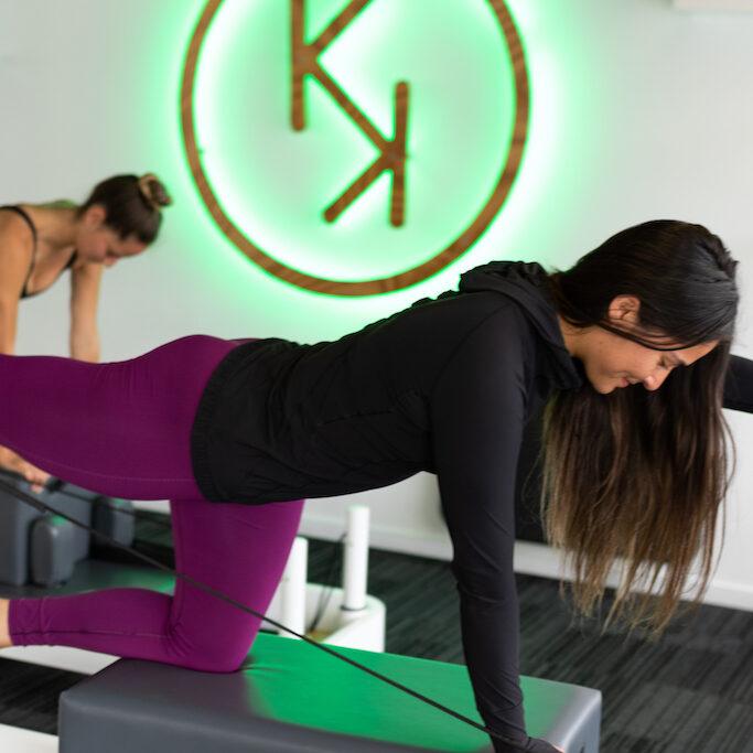 Reformer Pilates 4 point kneeling kickback